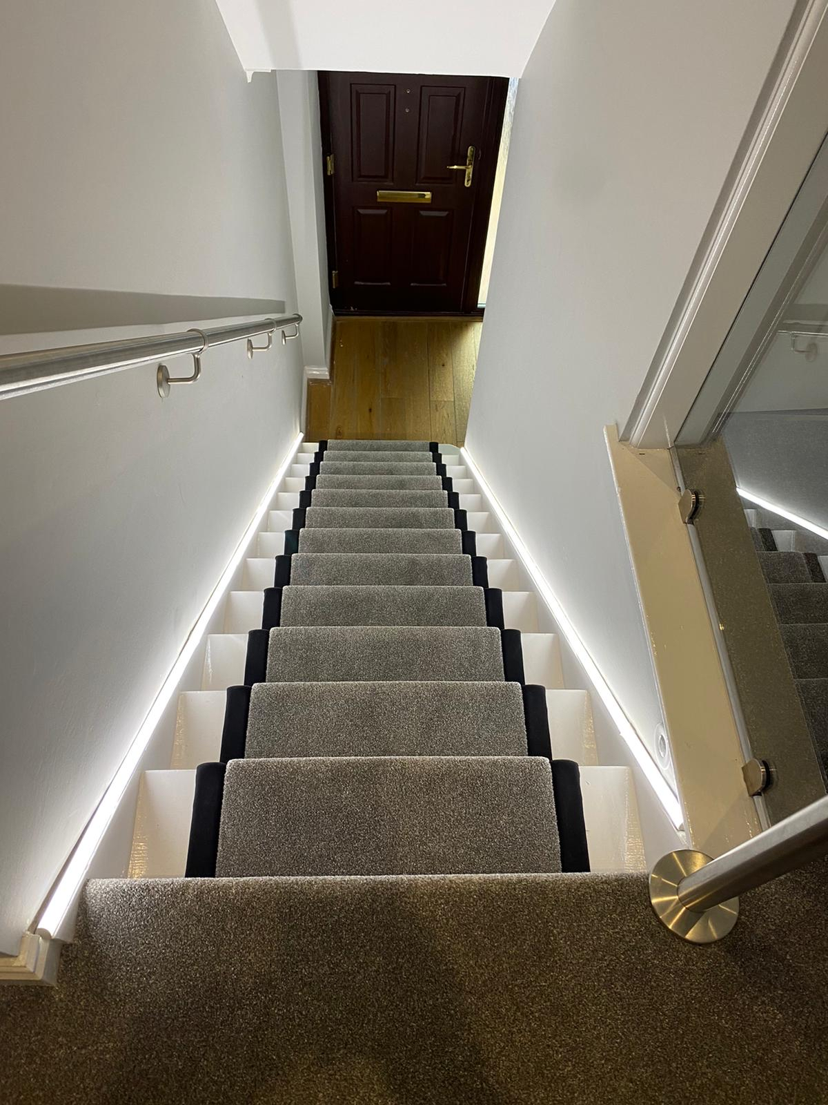 Carpet with bound edges to stairs